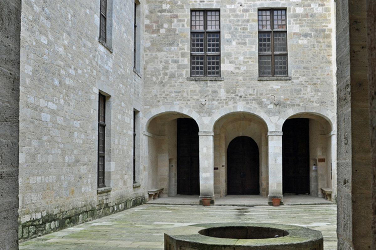 Château de Duras - Cour interieure